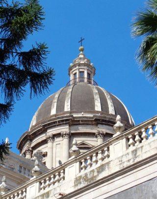 Duomo Catania Sicilia Donna Energia