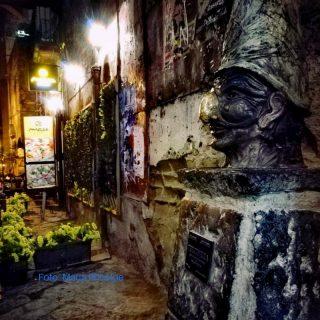 Napoli vicoli Pulcinella foto Maria Principe Donna Energia
